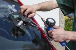 Ремонт и замена автостекол: кому доверить работу?